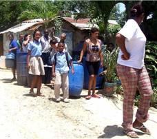 agua cargada en tanque